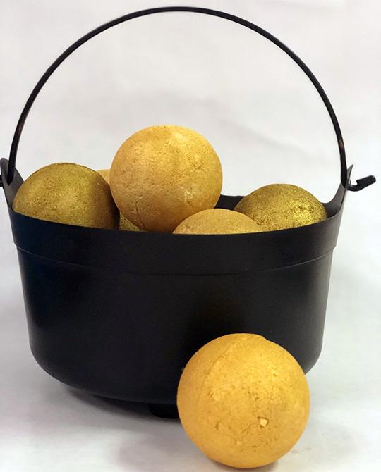 golden snitch bath bomb